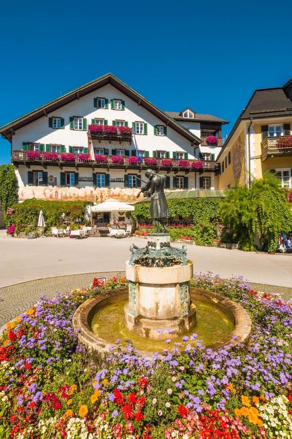 Mozartplatz (莫扎特广场)在圣Gilgen,奥地利 免版税图库摄影
