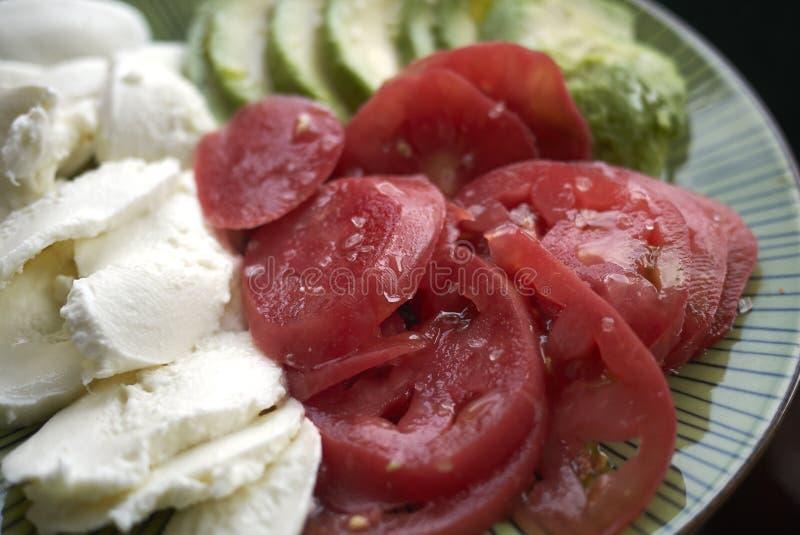 Mozzarella, abacate e tomate fotos de stock