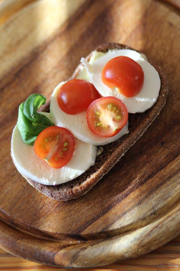 Mozzarella-Brot lizenzfreies stockfoto