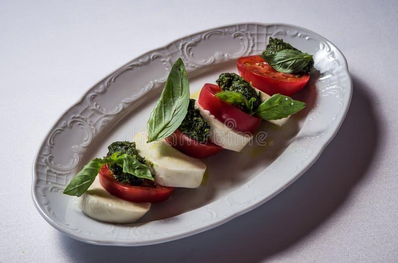 Mozzarella Caprese z pomidorami obraz stock