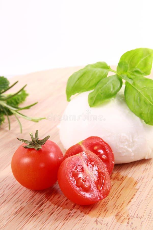 Mozzarella e manjericão dos tomates fotos de stock
