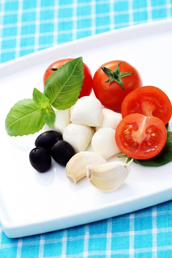 Mozzarella et tomates-cerises images stock