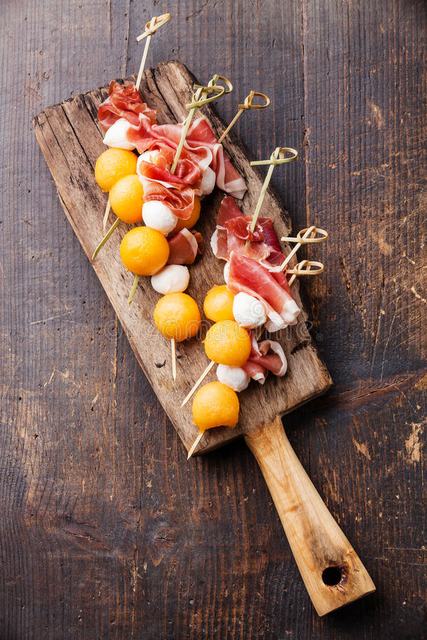 Mozzarella, prosciutto, melonowi canapes zdjęcie royalty free