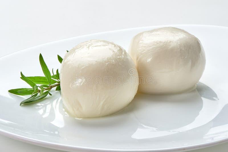 Mozzarellakäse auf Platte, Nahaufnahme lizenzfreie stockfotos