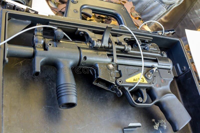 MP5K aktentas submachinegeweer stock foto's