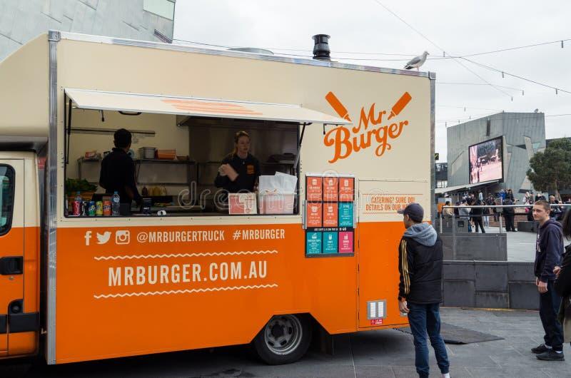 Mr hamburgeru jedzenia ciężarówka parkująca przy federacja kwadratem w Melbourne zdjęcie stock