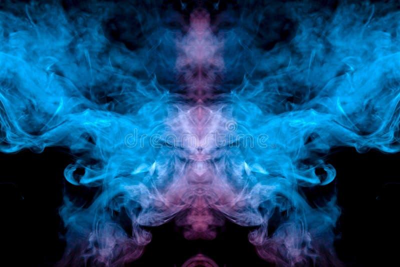 Mroźny wzór wyparowywać vape dym na ciemnym tle w postaci widmowego wizerunku neonowy błękitny kierowniczy i fotografia stock