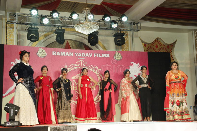 mrs Show för Bhiwadi NCR Faishon - Raman Yadav arkivfoto