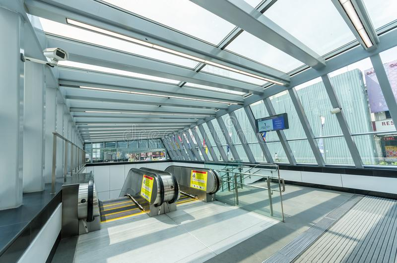 MRT maciço do trânsito rápido de Bukit Bintang da estação O MRT é o sistema de transporte público o mais atrasado no vale de Klan fotos de stock