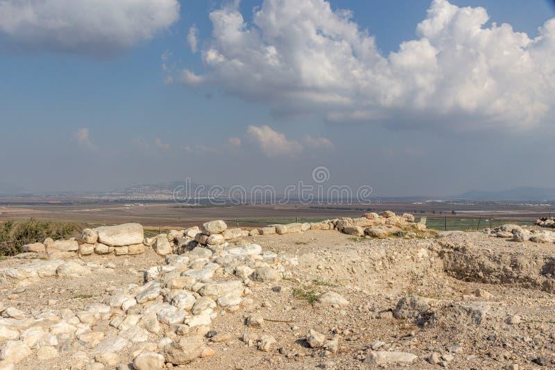 MRuins no parque nacional do telefone Megiddo em Israel, Médio Oriente fotos de stock royalty free