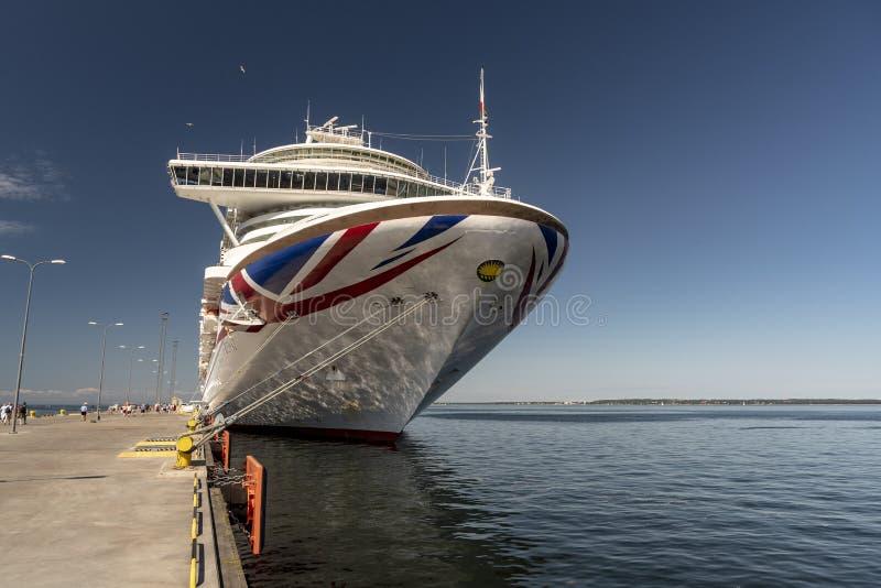 MS Azura berthed em Tallinn, Estônia fotografia de stock