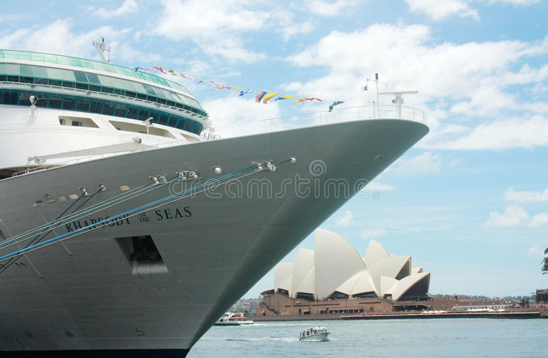 Ms Rhapsody de los mares y del teatro de la ópera @ Quay circular, Sydney fotografía de archivo libre de regalías