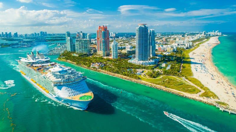 Ms Symphony del barco de cruceros de los mares El más grande del mundo Miami Beach florida EE.UU. imagen de archivo libre de regalías