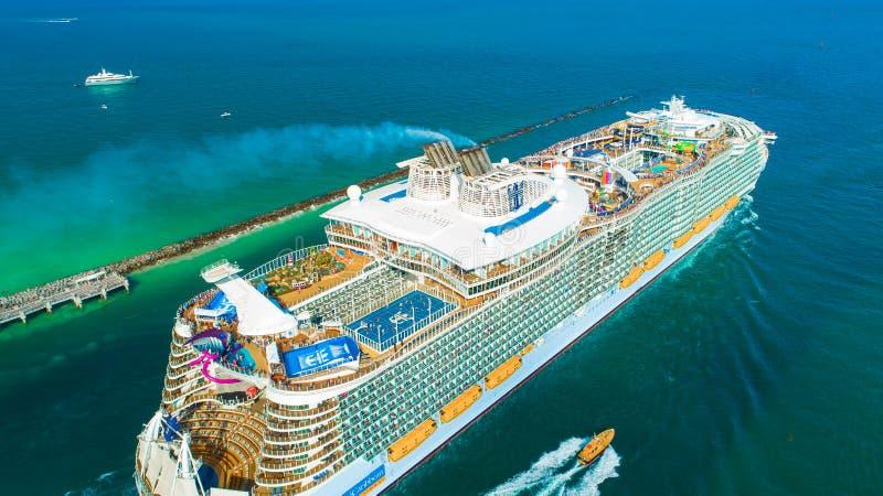 Ms Symphony del barco de cruceros de los mares El más grande del mundo Miami Beach florida EE.UU. imagenes de archivo