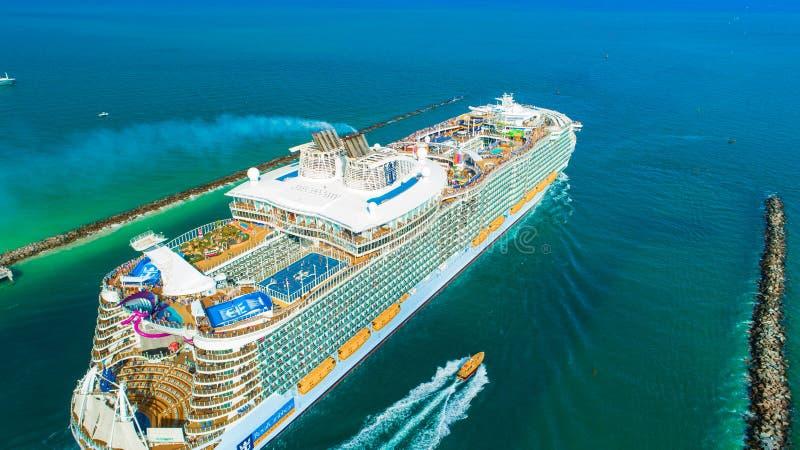 Ms Symphony del barco de cruceros de los mares El más grande del mundo Miami Beach florida EE.UU. fotos de archivo libres de regalías