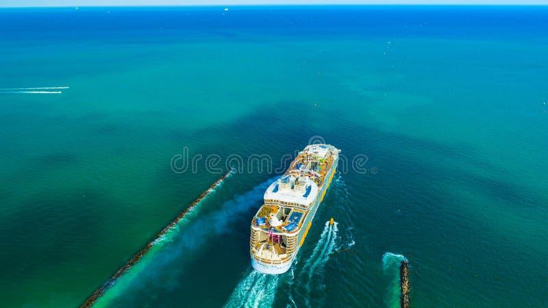 Ms Symphony del barco de cruceros de los mares El más grande del mundo Miami Beach florida EE.UU. fotografía de archivo libre de regalías
