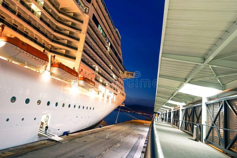 MSC fantazi statek dokujący przy Marseille portem obraz stock
