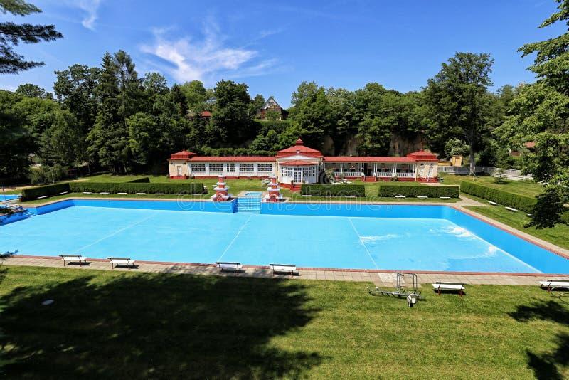 Msene-lazne que baña el establecimiento con la piscina vacía imágenes de archivo libres de regalías
