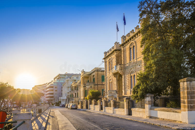 Msida, Malta - bello tramonto alle vecchie vie di Msida fotografia stock