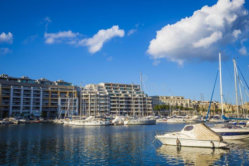 Msida, porticciolo di Jacht - di Malta a Msida con cielo blu e le nuvole fotografia stock