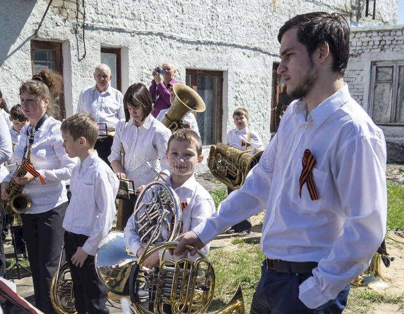 Mstyora, maj 9,2015: Grupowy muzyk bawić się na wakacje na cześć dzień zwycięstwo zdjęcie stock
