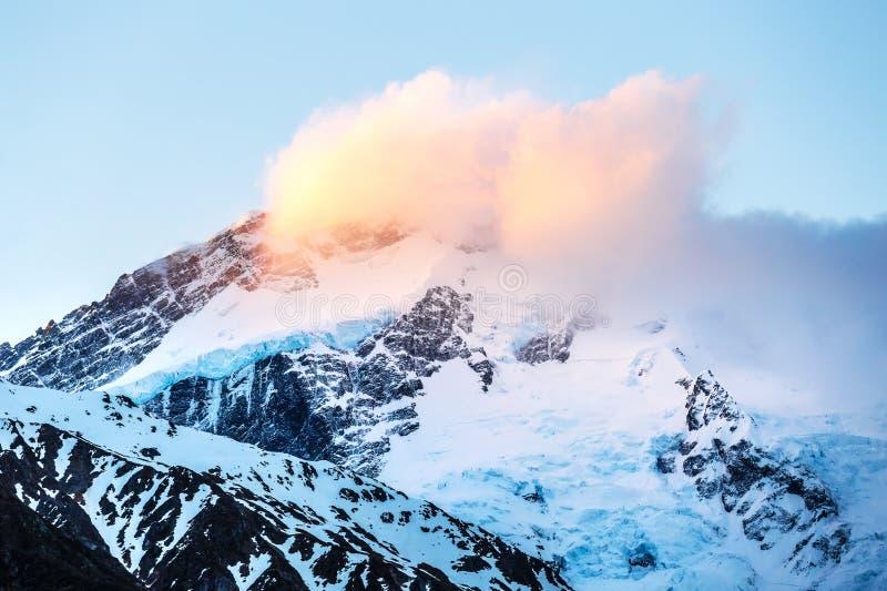 Mt厨师在日落的范围风景 图库摄影