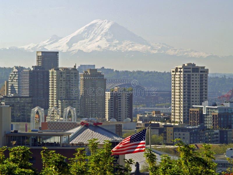 mt更加多雨的西雅图地平线 免版税图库摄影