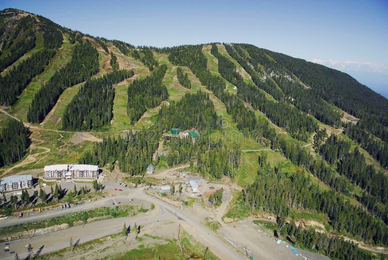 Mt的空中图象 华盛顿高山滑雪胜地, BC,加拿大 免版税库存照片