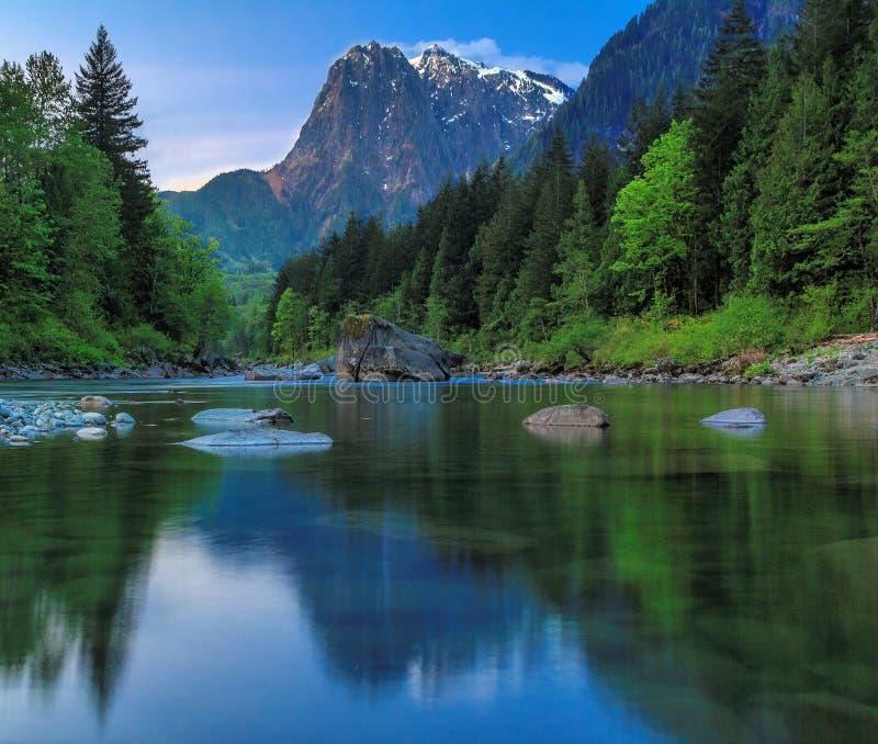 Mt Индекс, река Skykomish, штат Вашингтон стоковая фотография rf