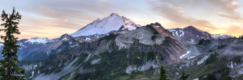 Mt Панорама захода солнца хлебопека стоковое изображение rf