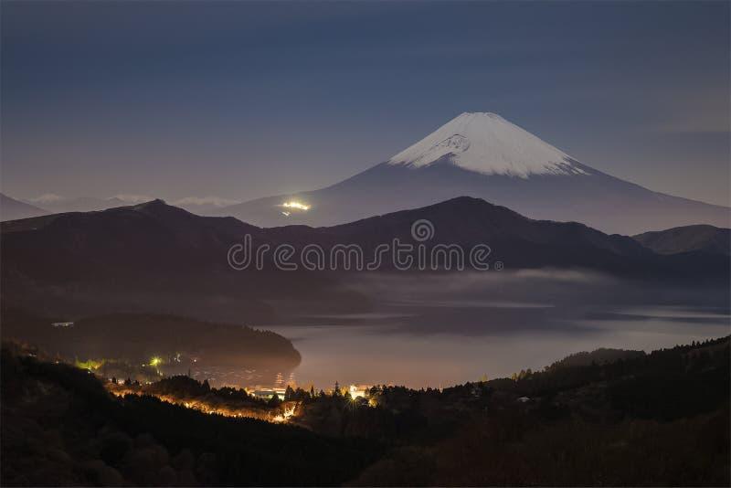 Mt Фудзи и озеро Ashi на nighttime стоковое фото
