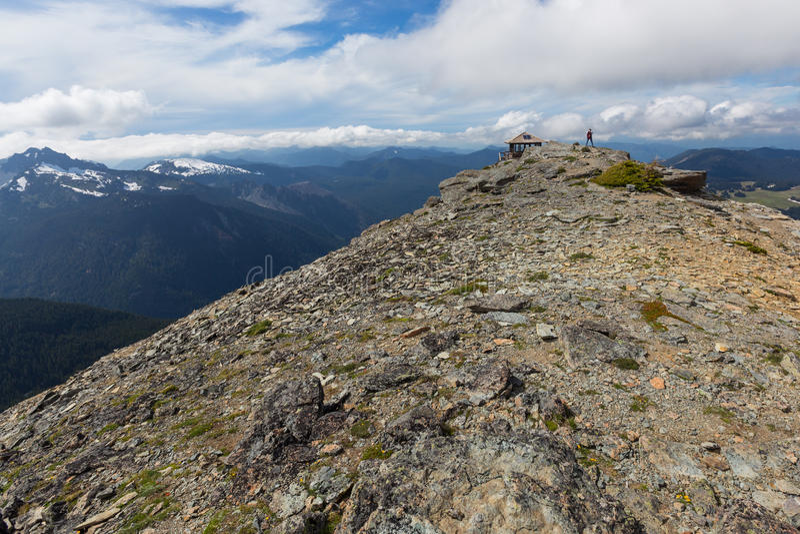 Mt 在Mt的Freemont监视 结构树和草 免版税库存照片