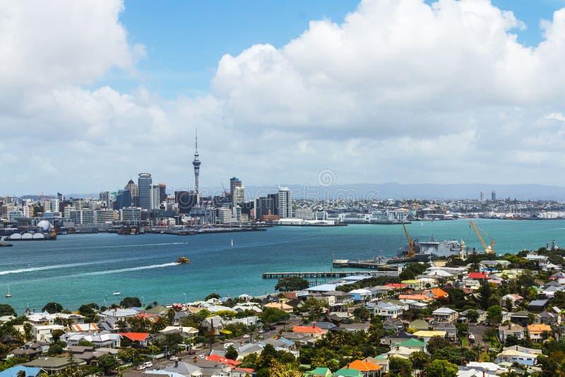 从Mt维多利亚Devonport奥克兰新西兰的奥克兰视图 库存图片