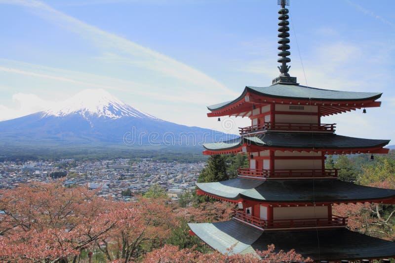 Mt 富士和樱花有五传说上有名塔的 免版税图库摄影