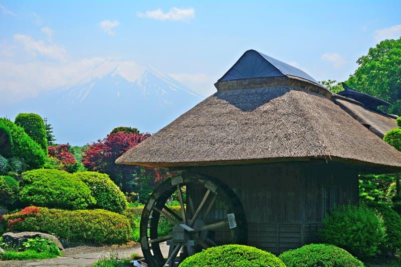 Mt 富士和磨房,忍野,日本 免版税库存照片