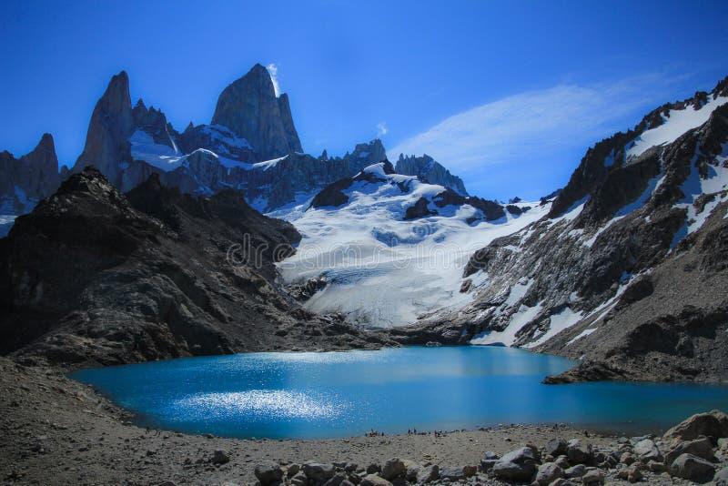 Mt 菲茨罗伊峰&拉古纳De los特雷斯 巴塔哥尼亚阿根廷美丽的山  免版税库存照片
