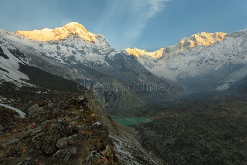Mt Annapurna i в Непале стоковые изображения rf