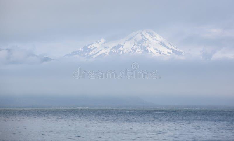 Mt augustine imagenes de archivo