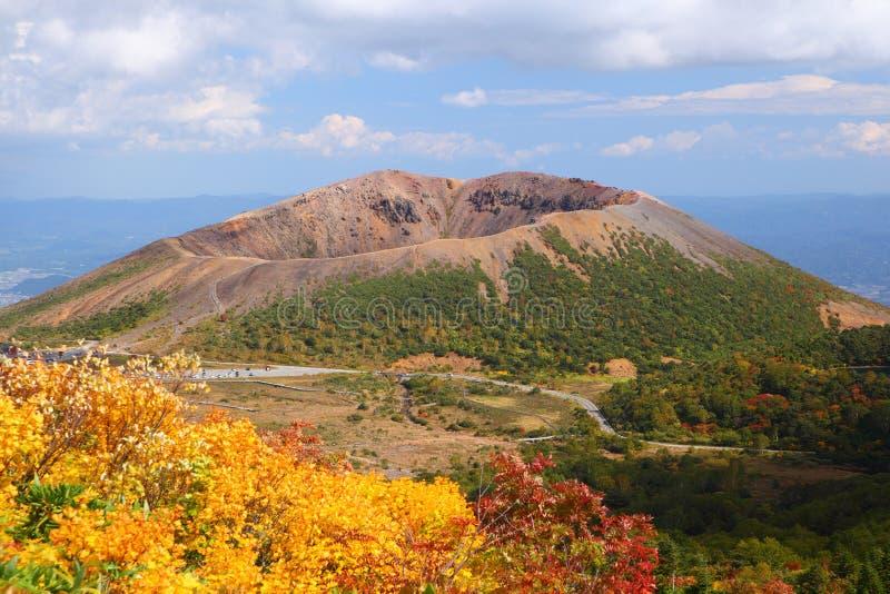 Mt. Azumakofuji des abgetönten Herbstes lizenzfreie stockfotografie