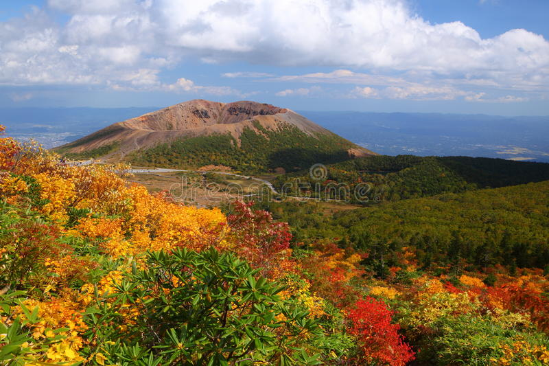 Mt. Azumakofuji des abgetönten Herbstes lizenzfreie stockbilder