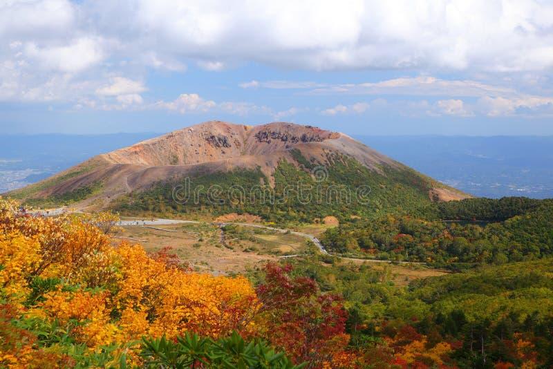 Mt. Azumakofuji des abgetönten Herbstes stockbild