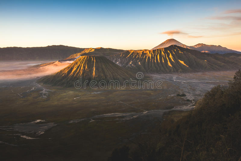 Mt Batok i Bromo wschód słońca fotografia royalty free