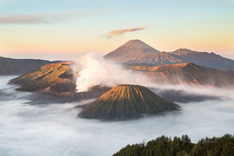 Mt Bromo, национальный парк Tengger Semeru, East Java, Индонезия стоковая фотография rf