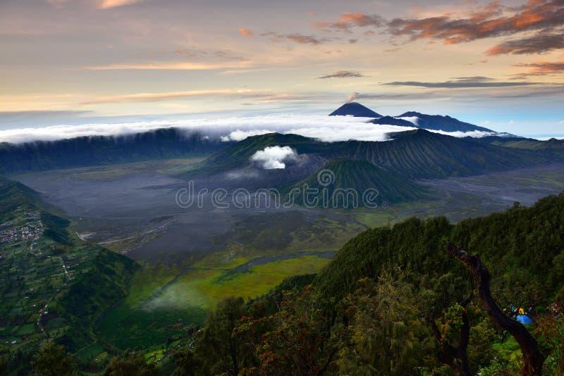 Mt Bromo bei Sonnenaufgang stockfotografie