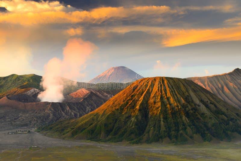 Mt.Bromo e Sumeru, Java, Indonesia immagini stock libere da diritti