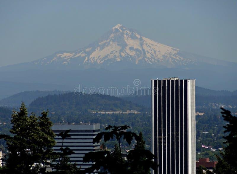 Mt Capa do jardim japonês em Portland imagem de stock royalty free