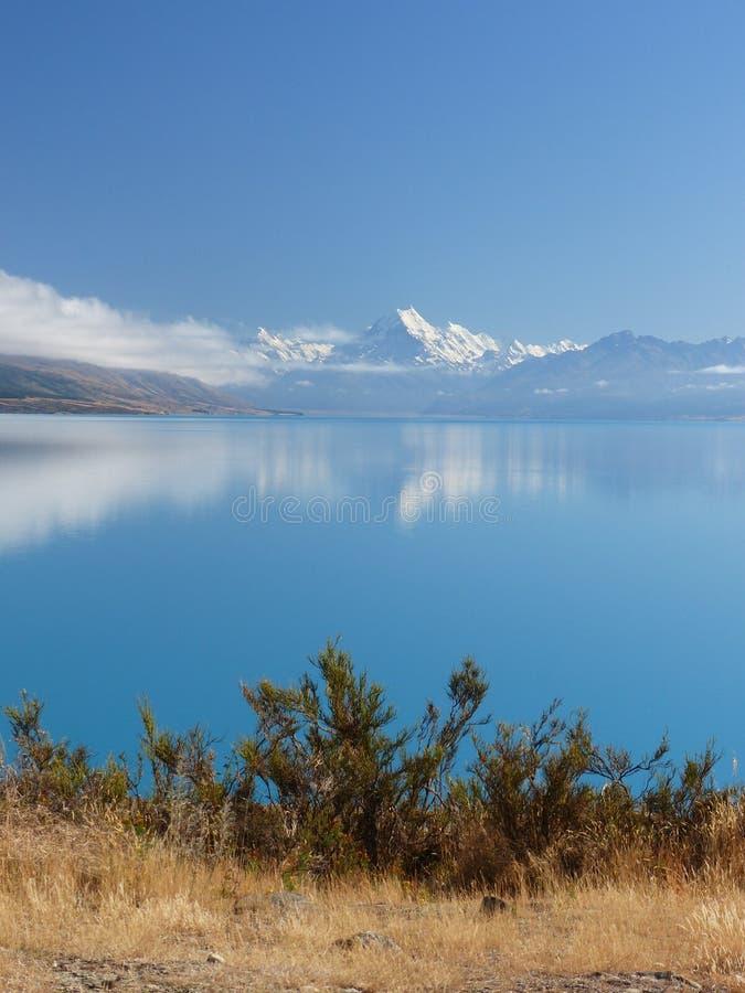 Mt Cocinero-Aoraki, visto del lago Pukaki imagen de archivo