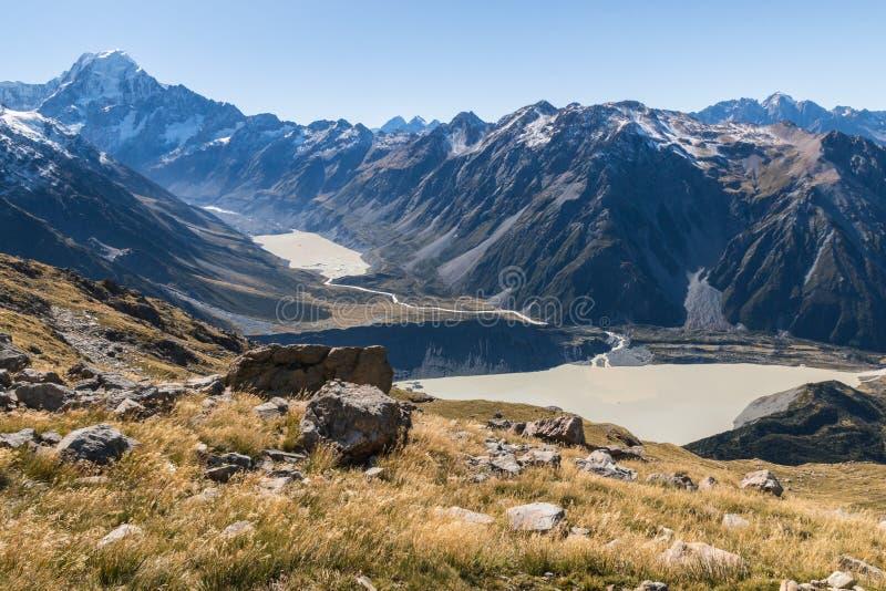 Mt Cook z Dziwka jeziorem i Mueller jeziorem w góry Cook parku narodowym, Nowa Zelandia fotografia royalty free
