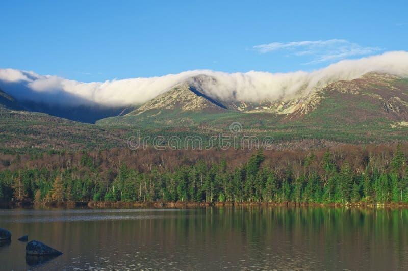 Mt. de Snede van Katahdin in Wolken stock foto