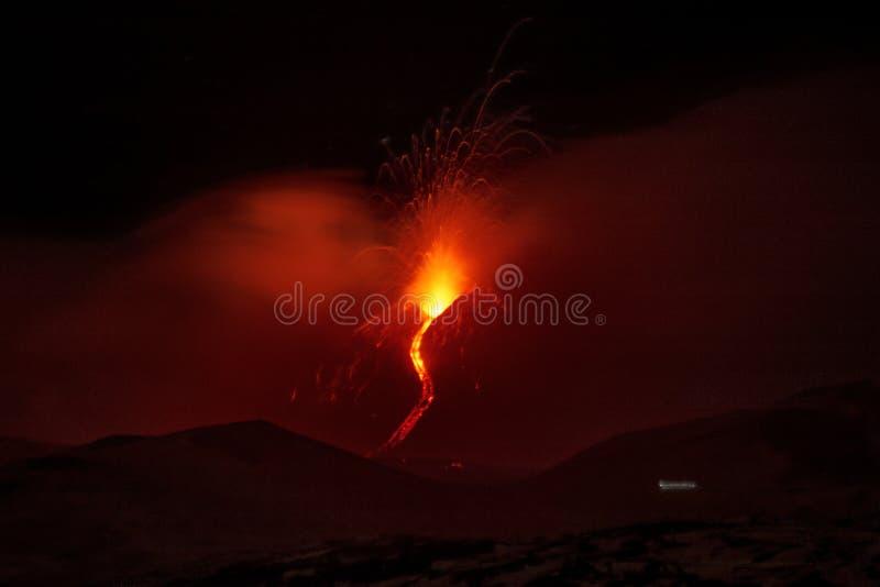 MT De uitbarsting van Etna ` s van de zuidoostenkrater stock afbeeldingen